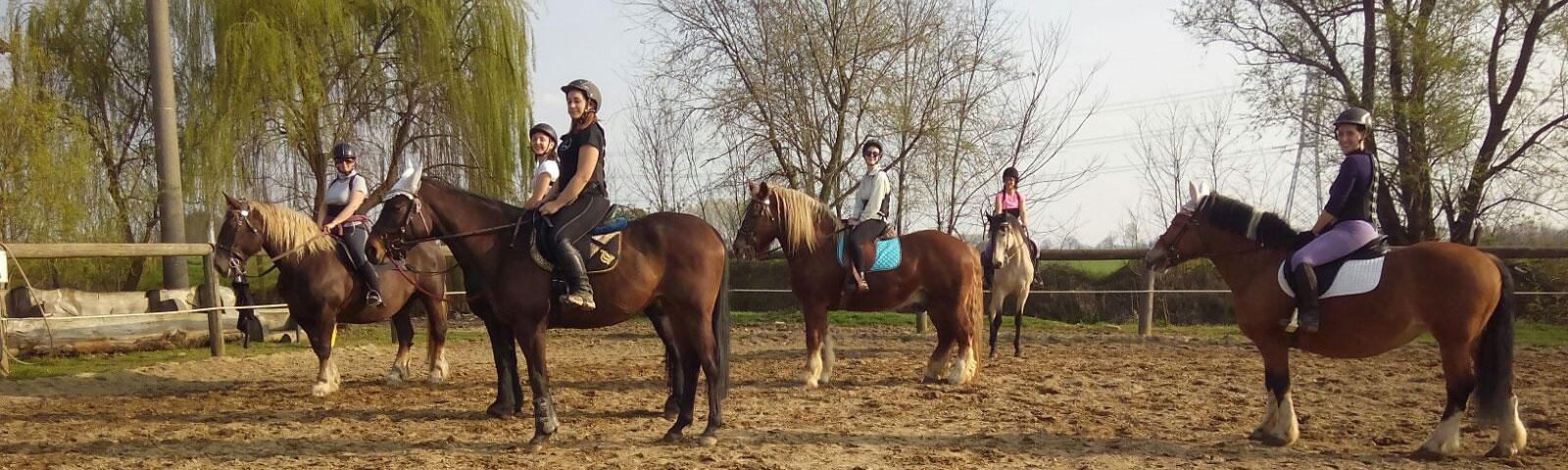 Scuola di equitazione con corsi per bambini ragazzi e adulti alla Cascina di Carola, tra Milano Novara e Pavia, Lombardia Piemonte